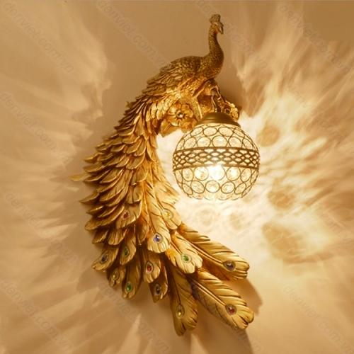 Đèn tường cổ thiết kế hình chim công trang trí phòng khách cực đẹp